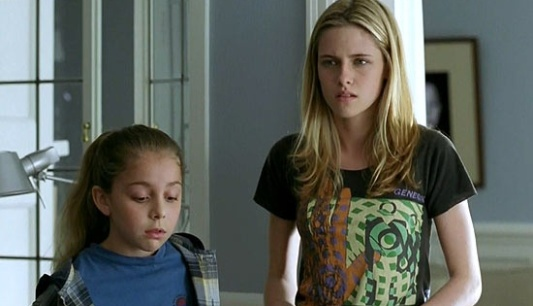 As atrizes Nikki Reed e Kristen Stewart em cena de 'Welcome to the Rileys', que estreou no Festival de Berlim