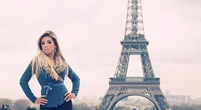 A Miss Bumbum Rosana Ferreira escolheu o principal ponto turístico de Paris para eternizar sua passagem pela Cidade Luz. Ela posou para as lentes do fotógrafo brasileiro Alexandre Ciccone em frente à Torre Eiffel