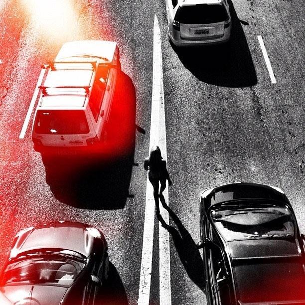 Alguns paulistanos tiveram uma surpresa ao ver a ex-panicat Aryane Steinkopf nuazinha andando pelas ruas da cidade (21/3/12). A loira posou para fotos do ensaio da revista