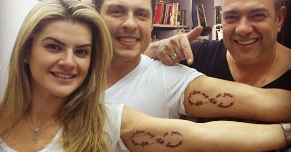 Mirella Santos postou no Twitter uma foto sua com o marido, o humorista Ceará após fazerem uma tatuagem idêntica juntos. 'Eu, Love @oceara e @ledstattoo agora com nossa nova tattoo. I Love My life, because my life is you!!!', escreveu a modelo (16/6/12).