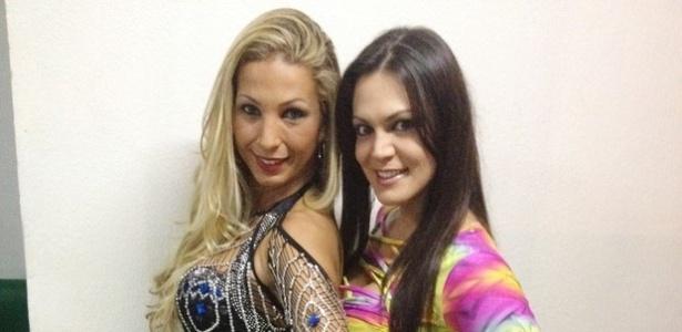 Valesca Popozuda posa ao lado da dançarina transex Miquelly (19/6/12). De acordo com o site