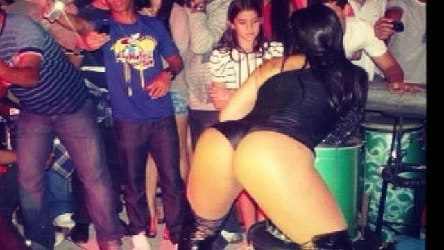 Mulher Melancia dançou em ritmo alucinado em show apresentado em Itabaianinha (SE) (4/8/12). Em uma rede social, a funkeira postou uma imagem com o bumbum empinado  para os fãs: