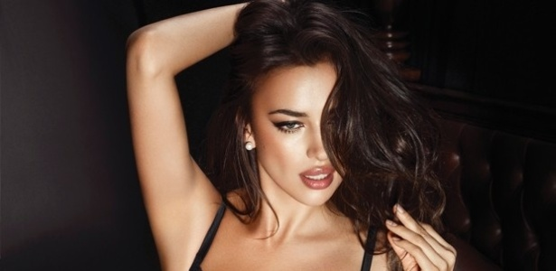 A modelo Irina Shayk, namorada do craque Cristiano Ronaldo, fez um ensaio sensual de lingerie de cores variadas para a grife La Clover. Apesar de ser comum ver Irina exibindo as curvas, a bela chegou a afirmar que jamais aceitaria posar nua: 