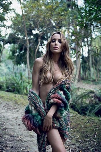 A modelo mineira Ana Carolina Marra fez seu primeiro ensaio nu estreando como a primeira transexual na seção