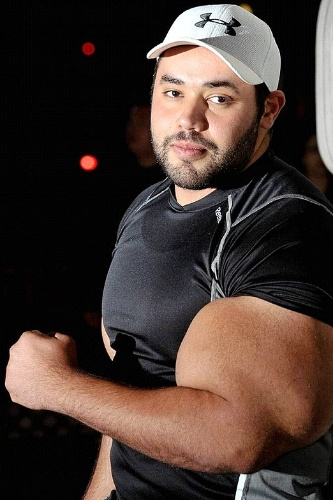 """O fisiculturista egípcio Moustafa Ismail bateu o recorde de maiores bíceps com 104,4 centímetros, de acordo com o jornal """"Daily Mail"""" (12/9/12)"""