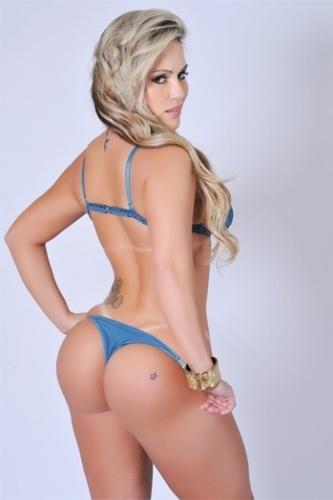 Isis Gomes, candidata do Rio Grande do Sul, fez um ensaio especial para mostrar os 110 cm de quadril para pedir votos para o concurso Miss Bumbum 2012. A votação acontece no site oficial do concurso (18/9/12)