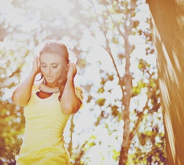 A ex-panicat Nicole Bahls fez um ensaio fotográfico em um resort de Balneário Camboriú (SC) (setembro/2012). Durante as fotos, a bela disse ao fotógrafo Frankie Costa que seu ex-namorado, o jogador de futebol Victor Ramos, a traiu oito vezes, o que, no início, a deixou arrasada