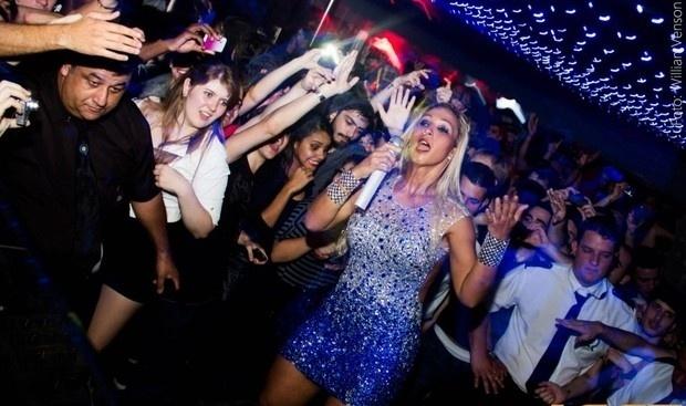 A funkeira Valesca Popozuda apresenta show em casa noturna de Santa Catarina (27/9/12)