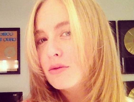 Um mês depois de ter Eva, sua terceira criança, apresentadora Angélica vai ao salão de cara lavada (29/10/2012)