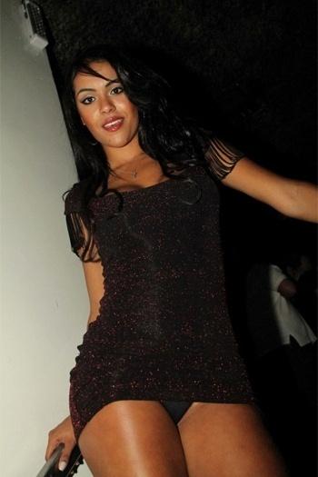 Aline Bernardes, representante do Mato Grosso no concurso Miss Bumbum 2012, marcou presença em uma balada em São Paulo com show de MC Catra e DJ Zé Colméia. De vestido curto, a beldade acabou mostrando demais e deixou a calcinha à mostra na frente dos fotógrafos (31/10/12)