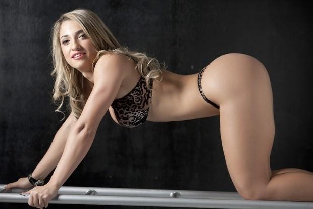 Priscilla Freitas, candidata do Rio de Janeiro ao Miss Bumbum 2012, fez um ensaio de lingerie estampada para mostrar as qualidades que podem levá-la à segunda fase do concurso, no dia 30 de novembro.