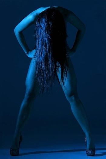 Camila Vernaglia, candidata de SP ao Miss Bumbum, fez um ensaio completamente sem roupa às vésperas do concurso.