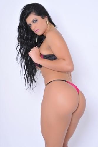 Camila Vernaglia, candidata de São Paulo ao Miss Bumbum 2012, fez um novo ensaio sensual de lingerie para garantir votos que a levem para a final do concurso, que acontece nesta sexta-feira (30), na capital paulista. Atualmente, Camila ocupa a 5ª posição no ranking popular (26/11/12)