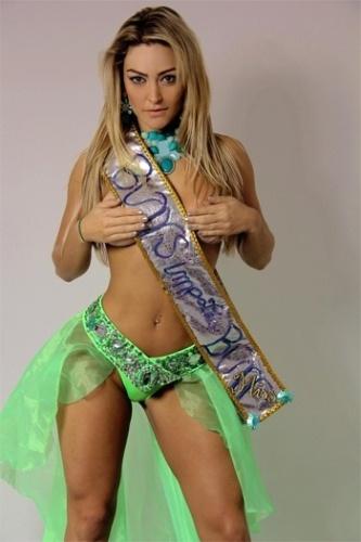 6.dez.2012 - Laura Keller, mais conhecida como ex-mulher Múmia, não ganhou o prêmio de bumbum mais bonito mas conquistou a faixa de Miss Simpatia do concurso. A coroação foi feita pelas próprias concorrentes, que a elegeram a mais simpática do Miss Bumbum 2012.