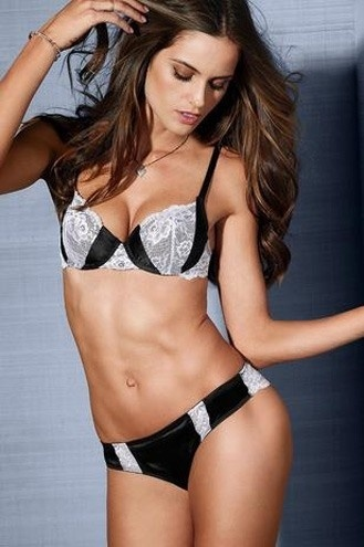 13.jan.2013 - Izabel Goulart posou para a campanha da Victoria's Secret. Novas fotos do ensaio foram divulgadas mostrando a angel em tima forma e esbanjando sensualidade nas peas da grife de lingerie