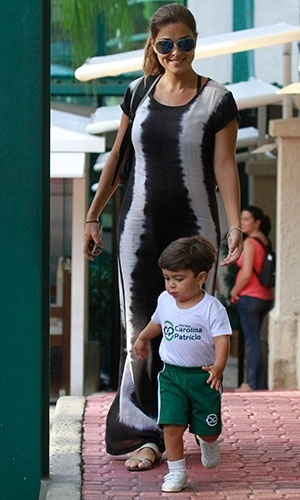 5.mar.2013 - Juliana Paes, que est grvida de cinco meses, busca o filho Pedro, de dois anos, na escola, no Rio de Janeiro