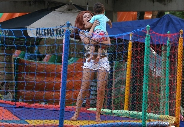 29.mar.2013 - Wanessa brincou o filho, Jos Marcus, em um parquinho na Lagoa Rodrigo de Freitas, zona sul do Rio