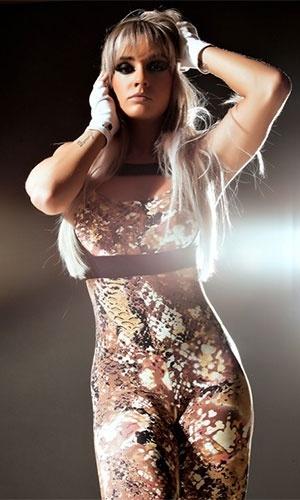 6.mai.2013 - Juju Salimeni exibiu o corpo impecável em um ensaio para a nova coleção de uma grife de roupas de moda fitness. Com modelos colados ao corpo, a gata mostrou que está com tudo em cima