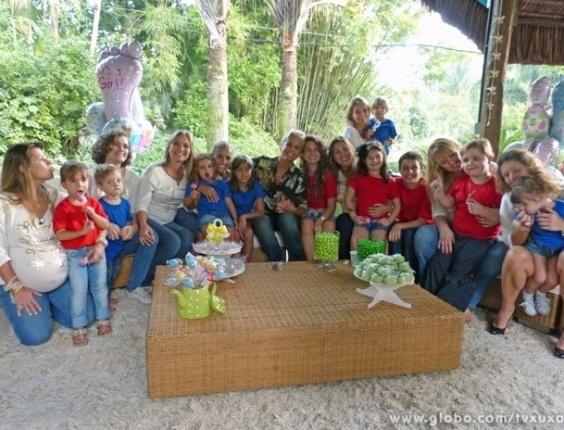 """6.mai.2013 - Xuxa reúne ex-paquitas e seus filhos em especial de Dia das Mães para o """"TV Xuxa"""". As ex-colegas da apresentadora falam sobre maternidade e apresentam seus bebês no programa, que será exibido no próximo sábado, 11 de maio"""