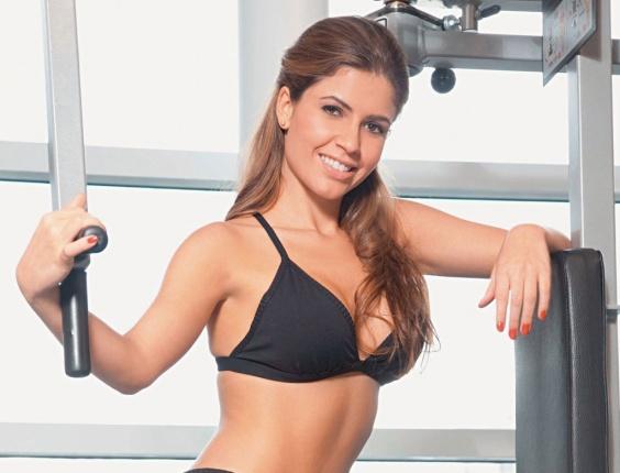 "Claudia Colucci, ou Cacau do BBB 10, exibe curvas na ""Boa Forma"" (jun/10)"
