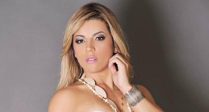 A modelo Rosana Ferreira, que ganhou o título de Miss Bumbum Brasil, fez fotos sensuais para seu site oficial