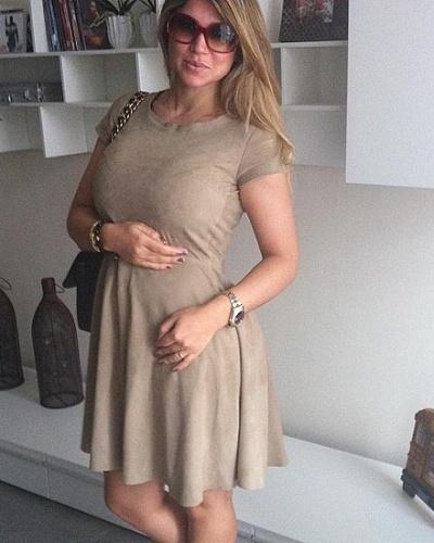 """A ex-Mulher Samambaia, Dani Souza, mostrou seu """"figurino de grávida"""" na internet (25/3/12). A mulher do jogador de futebol Dentinho está esperando o primeiro filho do casal"""