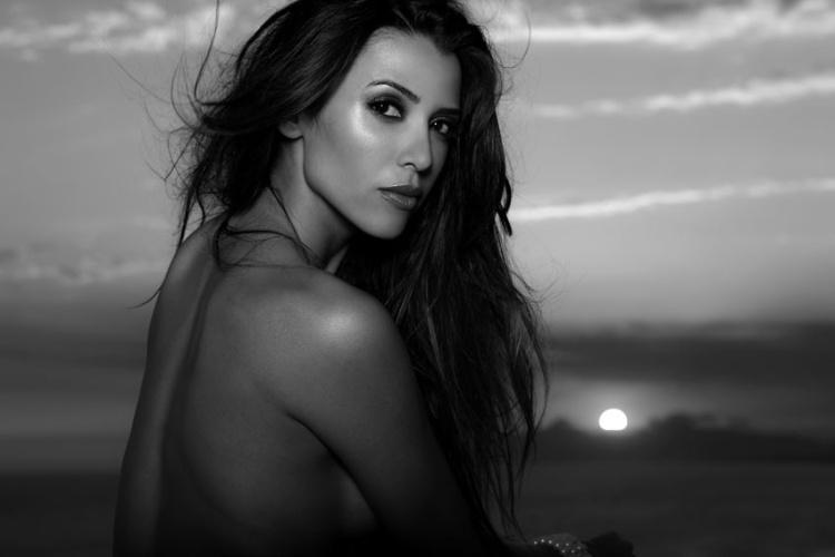 """A Bailarina do Faustão Emily Nascimento posou para as lentes de Angelo Pastorello para a revista """"FUT"""" de abril que chega às bancas no próximo sabádo (4/4/12). Emily esbanjou sensualidade e revelou que seu grande sonho é morar em Paris"""