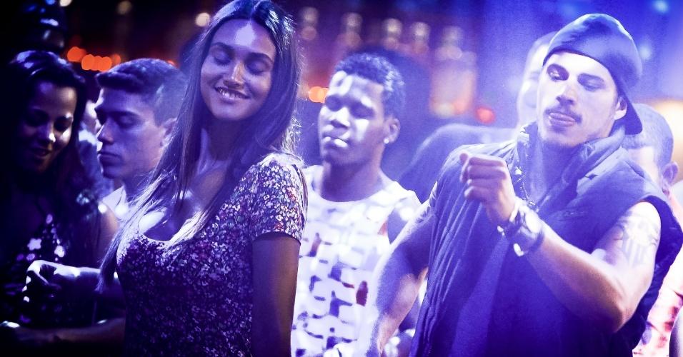Baile charme, Tessália (Débora Nascimento) e Darkson (José Loreto)