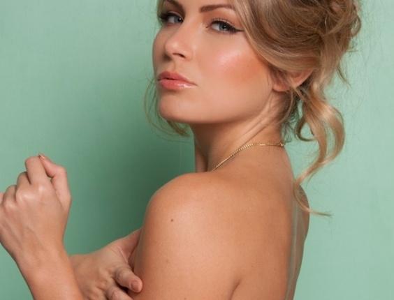 A ex-BBB Renatinha protagonizou mais um ensaio sensual. A capa da
