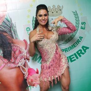 Gracyanne Barbosa foi coroada rainha de bateria da Mangueira (16/8/12)
