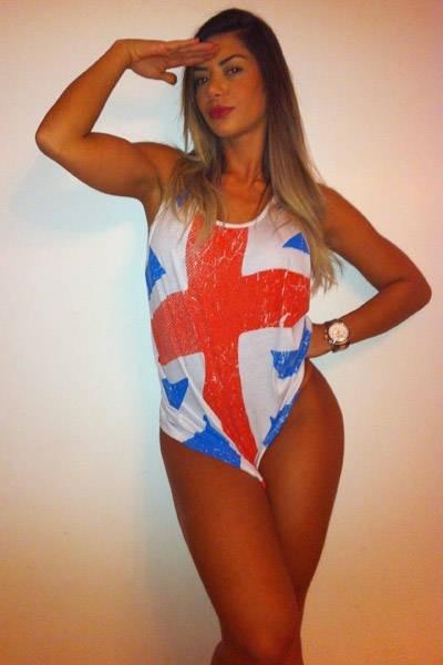 """Graciella Carvalho, vice-miss Bumbum 2011 e apresentadora do """"Malícia"""" (Multishow),  divulgou fotos sensuais em solidariedade ao príncipe Harry, que foi clicado nu  em um """"strip bilhar"""" em Las Vegas (EUA). No ensaio, Graciella aparece 'trajando' a bandeira britânica (30/8/12)"""