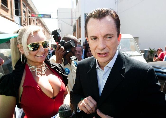 Os candidatos Mulher Pêra e Celso Russomano se encontram durante campanha política na região central de São Paulo (24/8/12)