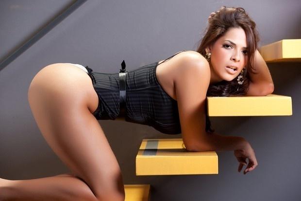 Nuely Alves, candidata ao Miss Bumbum 2012 pelo Estado do Mato Grosso do Sul fez um ensaio sensual para esquentar os ânimos da votação do concurso. Nuely está na 14ª posição do ranking de beldades eleito pelo voto do público (29/10/12). O evento será realizado no dia 30 de novembro em São Paulo