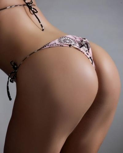 Graziela Amorim, candidata do Acre ao Miss Bumbum, posou para ensaio provocante (21/12/12). A loira, que ocupa a 22ª posição no ranking do concurso, exibiu o corpão e fez caras e bocas para tentar uma vaga na final, que acontece em 30 de novembro