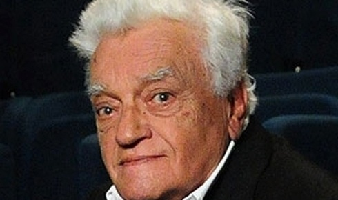 18.jan.2012 - O ator Walmor Chagas, de 82 anos, foi encontrado morto na chácara onde morava em Guaratinguetá, em uma área de difícil acesso no interior de São Paulo, segundo o Corpo de Bombeiros local. O ator mora há muitos anos em um hotel fazenda chamado Sete Nascentes, que fica no bairro das Pedrinhas. Um funcionário do local ligou para a família porque encontrou o ator morto com um tiro no peito, segundo informações da polícia local.