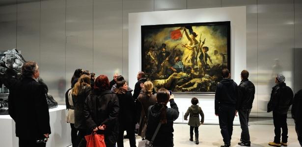 """Obra-prima """"A Liberdade Guiando o Povo"""", de Delacroix, na sucursal do Museu do Louvre em Lens, no norte da França - AFP PHOTO/ PHILIPPE HUGUEN"""