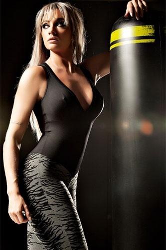Juju Salimeni exibiu o corpo impecável em um ensaio para a nova coleção de uma grife de roupas de moda fitness. Com modelos colados ao corpo, a gata mostrou que está com tudo em cima